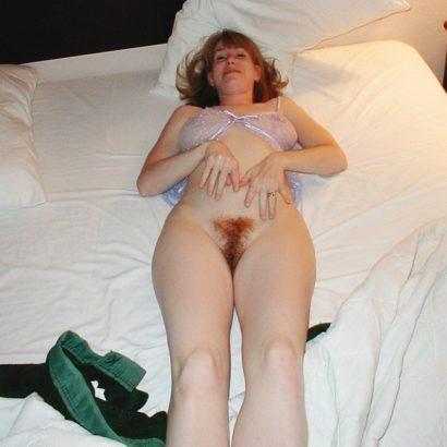 Rothaarige Fotzen auf dem Bett