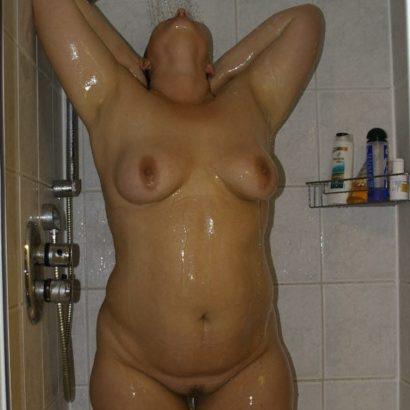 behaarte Fotze in der Dusche