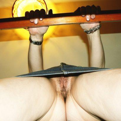 Frauen ohne Slip im Club