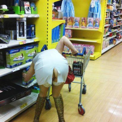 Muschi Blitzer beim einkaufen