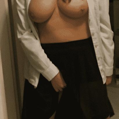 Titten Frau mastrubiert