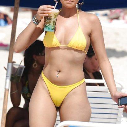 Fette Muschi im Bikini