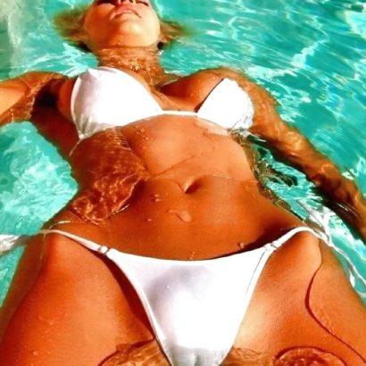 Fette Muschi im Pool