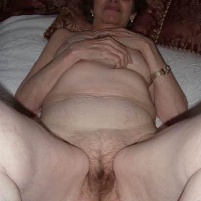 Oma unten ohne