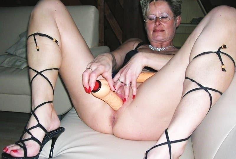 Frauenpenis Riesenschwanz Cockold Wichsen