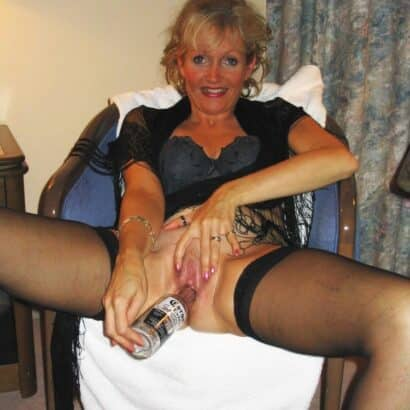 Frauen befriedigen auf dem Stuhl
