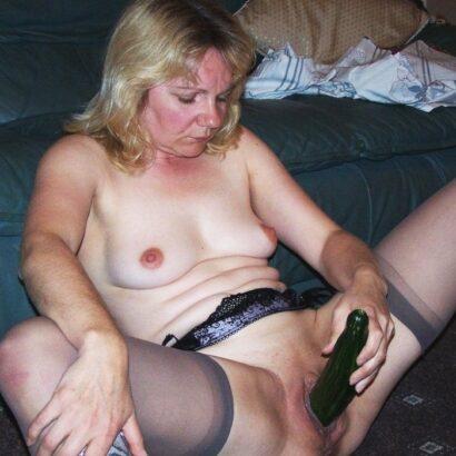 Frauen befriedigen mit Gemüse