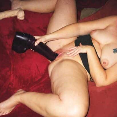 Frauen befriedigen mit Riesendildo