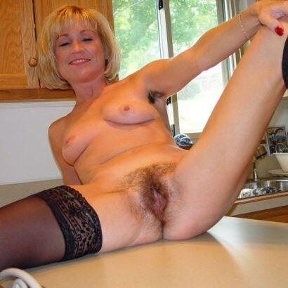Haarige Mösen auf der Küche