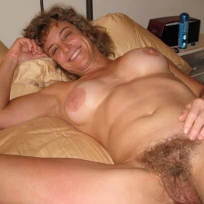 Haarige Mösen im Bett