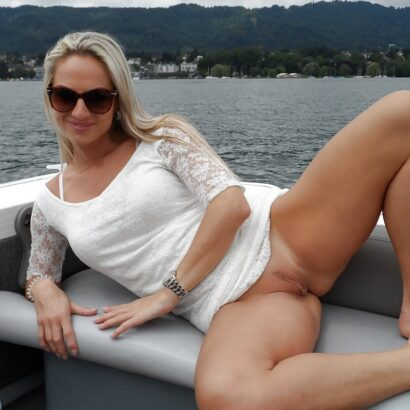 Rasierte Mösen auf dem Boot
