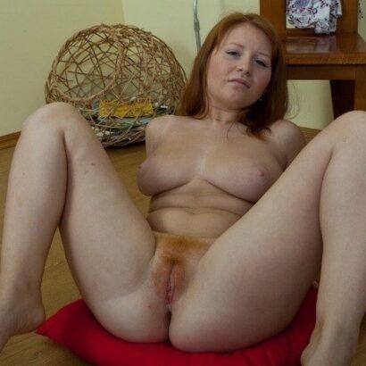 Ihre Rothaarige Pussy